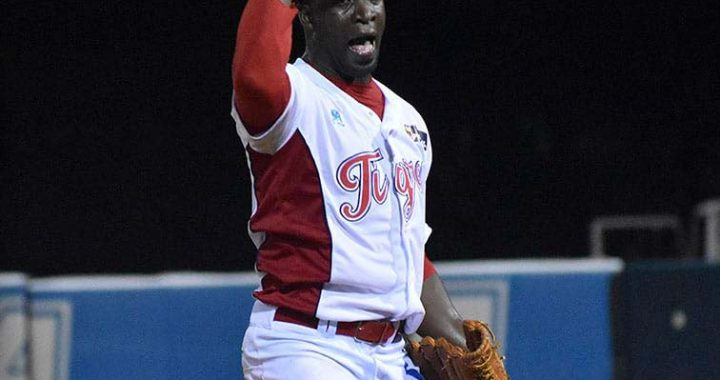El cubano Noelvis Entenza se mandó un juegazo de cinco tramos con solo tres hits permitidos y seis ponchados