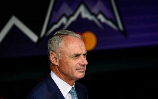 MLB propuso un piso salarial como parte del acuerdo colectivo