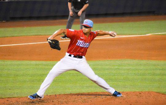 Jesús Luzardo, de los Marlins de Miami, enfrentando a los Phillies de Philadelphia. Foto: Francis Diamond - El Extrabase.